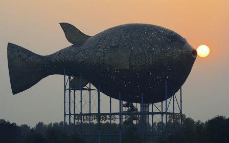 башня в виде рыбы